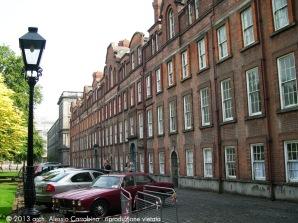 L'edificio in mattoni rossi (detto Rubrics), costruito intorno al 1700 in Library Square, è la parte più antica del college.