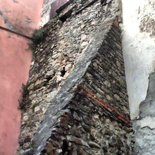 Bolano, dettaglio architettura in pietra