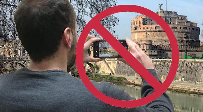 Ha ancora senso vietare di fotografare opere di architettura? Il teatrino di Vetriano